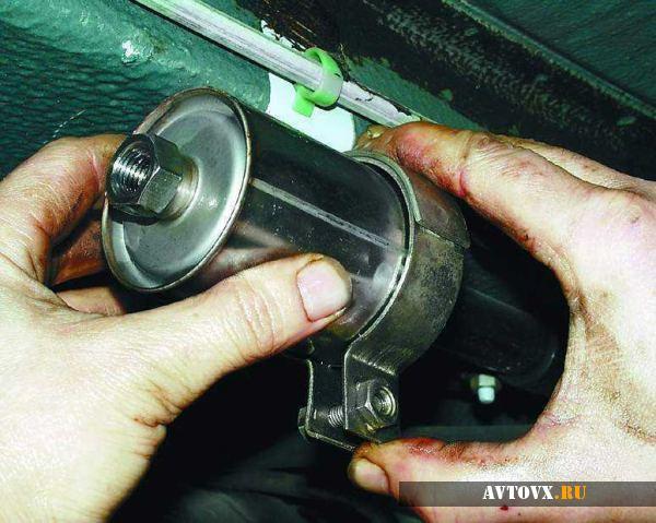 Снятие топливного фильтра ВАЗ 2110