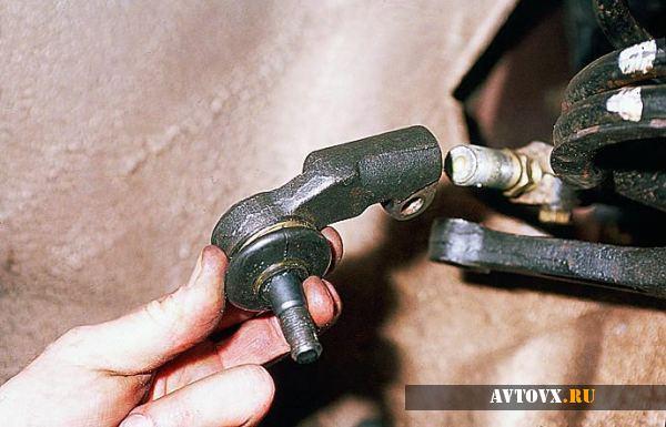 Снятие наконечника рулевой тяги ВАЗ 2110