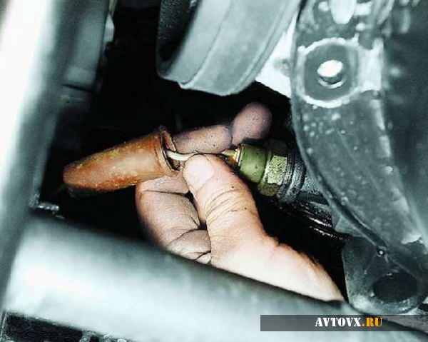 Датчик давления масла демонтаж в ВАЗ 2110