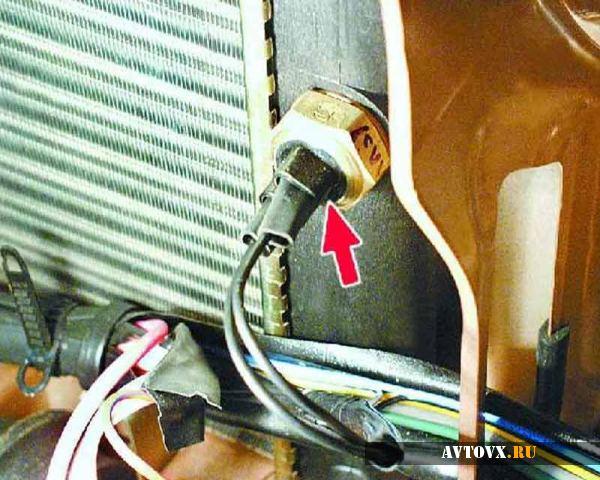 Датчик включения вентилятора в машине ВАЗ 2110