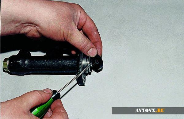 Цилиндр сцепления подготовка к установке ВАЗ 2107