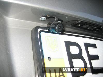 Камера над рамкой заднего номерного знака