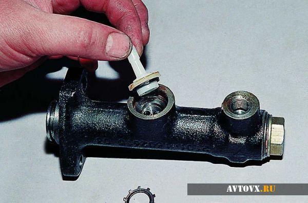 Цилиндр сцепления и его обслуживание в ВАЗ 2107