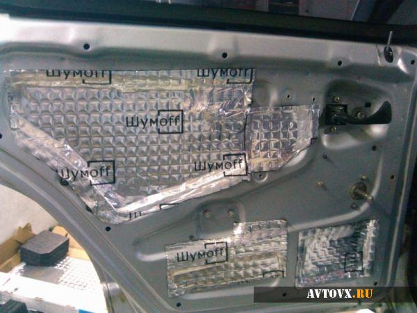 Шумка в автомобиле спасает от посторонних звуков и гула мотора