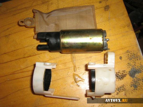 Топливный насос машины ВАЗ 2110