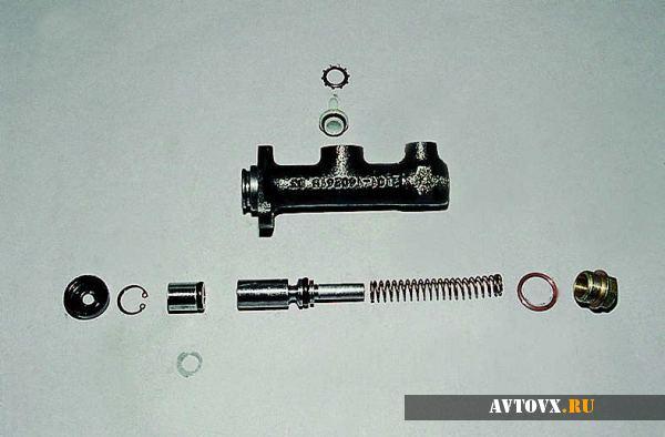 Цилиндр сцепления в разобранном виде ВАЗ 2106
