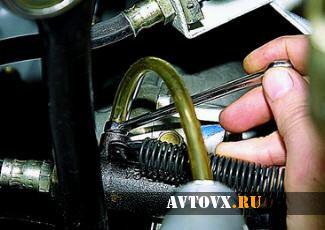 Прокачка сцепления автомобиля ВАЗ 2106