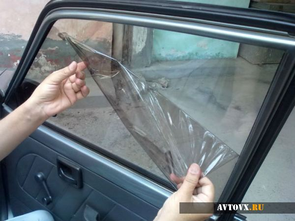 Снимаем тонировку со стекол автомобиля