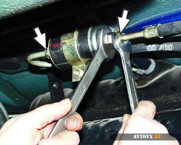Демонтаж топливного фильтра ВАЗ 2110