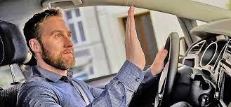 Невербальное общение автомобилистов на дороге фото